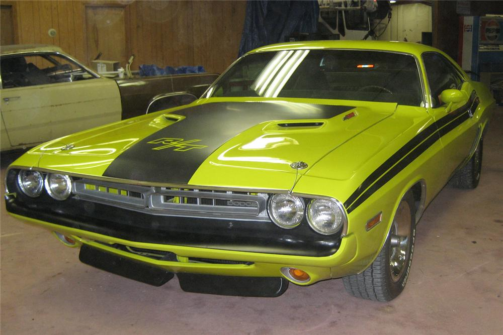 1971 DODGE CHALLENGER R/T COUPE - Front 3/4 - 49731