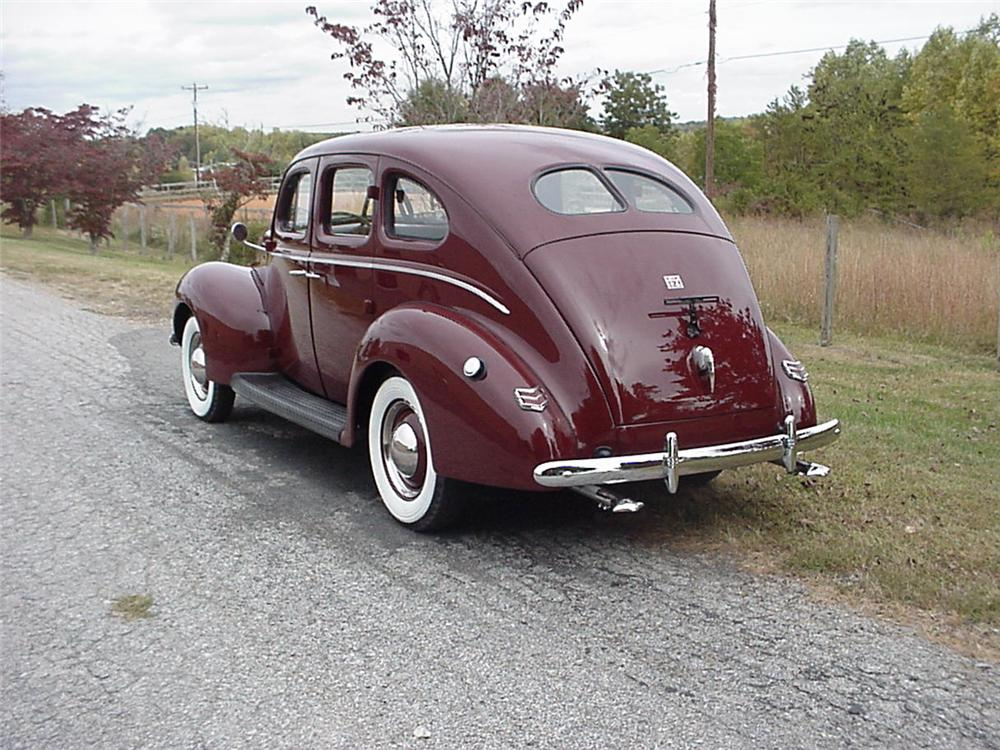 1940 FORD DELUXE SEDAN 4 DOOR - Rear 3/4 - 49751