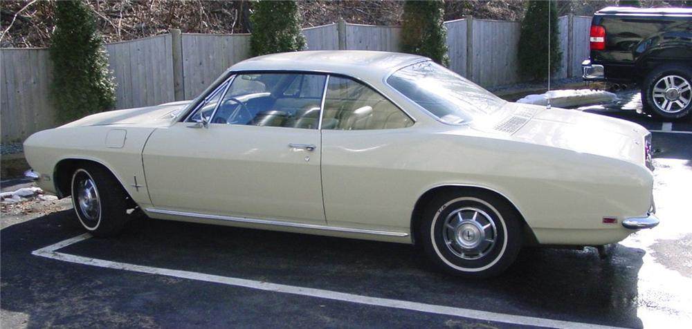 1968 CHEVROLET CORVAIR MONZA COUPE - Front 3/4 - 49820