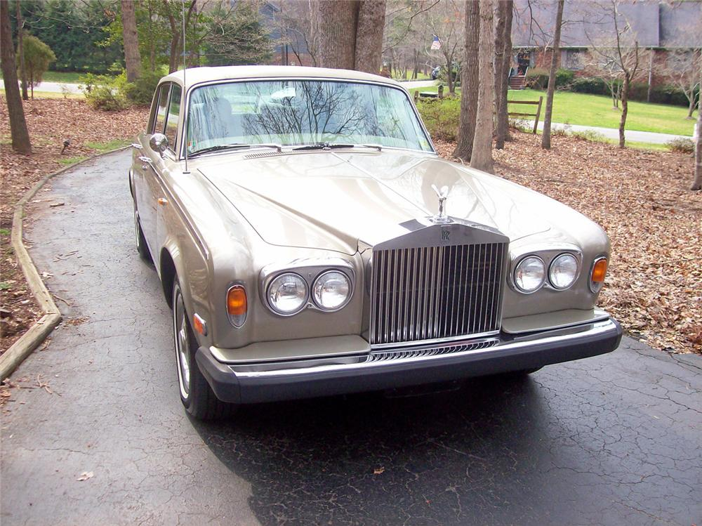 1975 ROLLS-ROYCE SILVER SHADOW 4 DOOR SEDAN - Front 3/4 - 50244