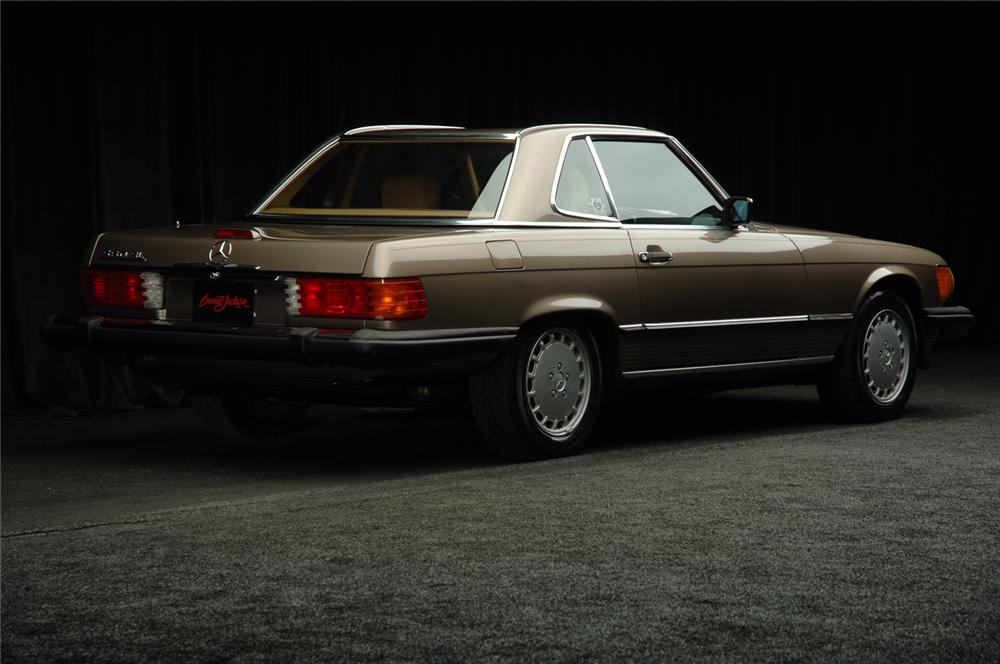 1988 MERCEDES-BENZ 560SL COUPE - Rear 3/4 - 50584
