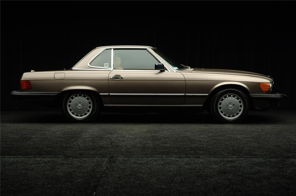 1988 MERCEDES-BENZ 560SL COUPE - Side Profile - 50584