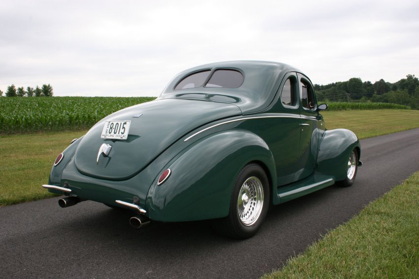 1940 FORD CUSTOM 2 DOOR COUPE - Rear 3/4 - 60718
