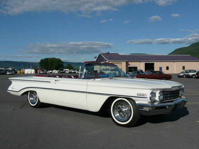 1960 OLDSMOBILE 98 CONVERTIBLE - Front 3/4 - 60791