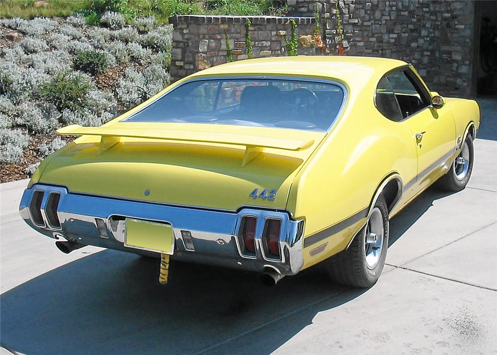 1970 OLDSMOBILE 442 W30 COUPE - Rear 3/4 - 60802