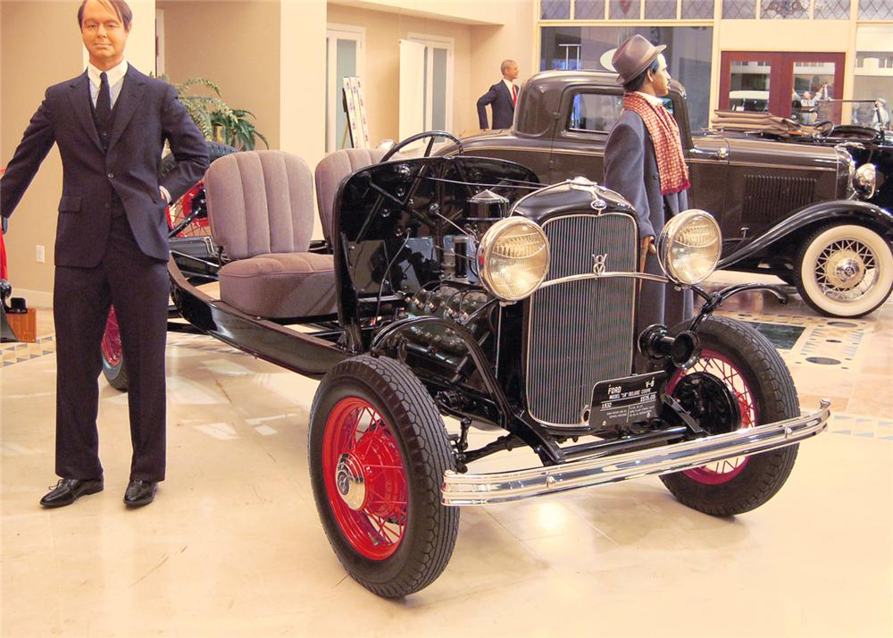 1932 FORD FACTORY SHOW CHASSIS - Front 3/4 - 60817