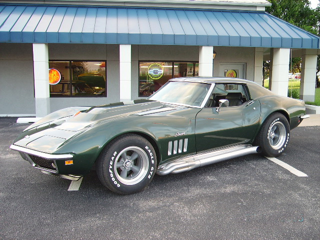 1969 CHEVROLET CORVETTE COUPE - Front 3/4 - 60828
