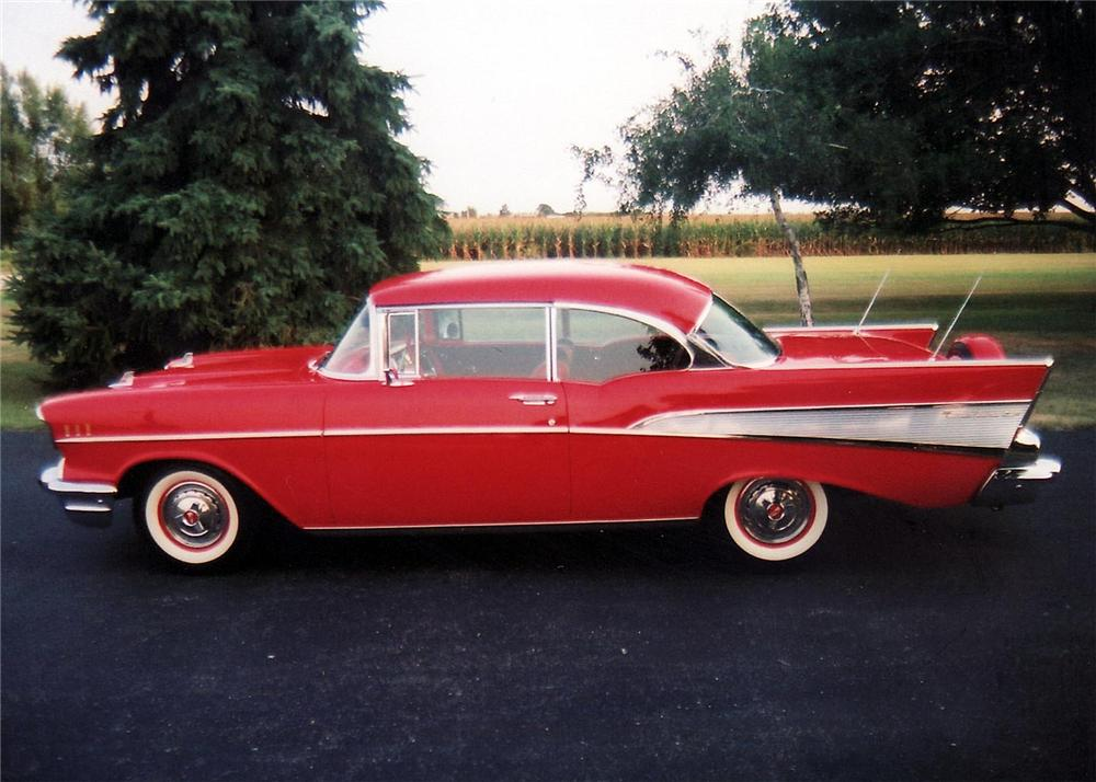 1957 CHEVROLET BEL AIR SPORT COUPE - Side Profile - 60895