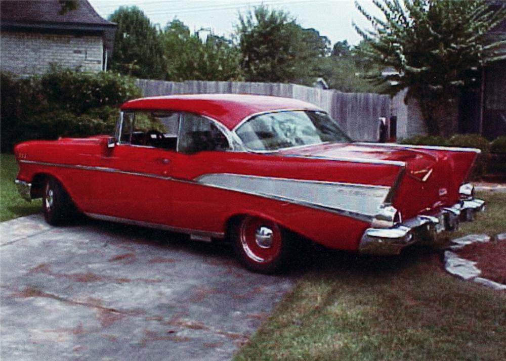 1957 CHEVROLET BEL AIR 2 DOOR HARDTOP CUSTOM - Rear 3/4 - 60977