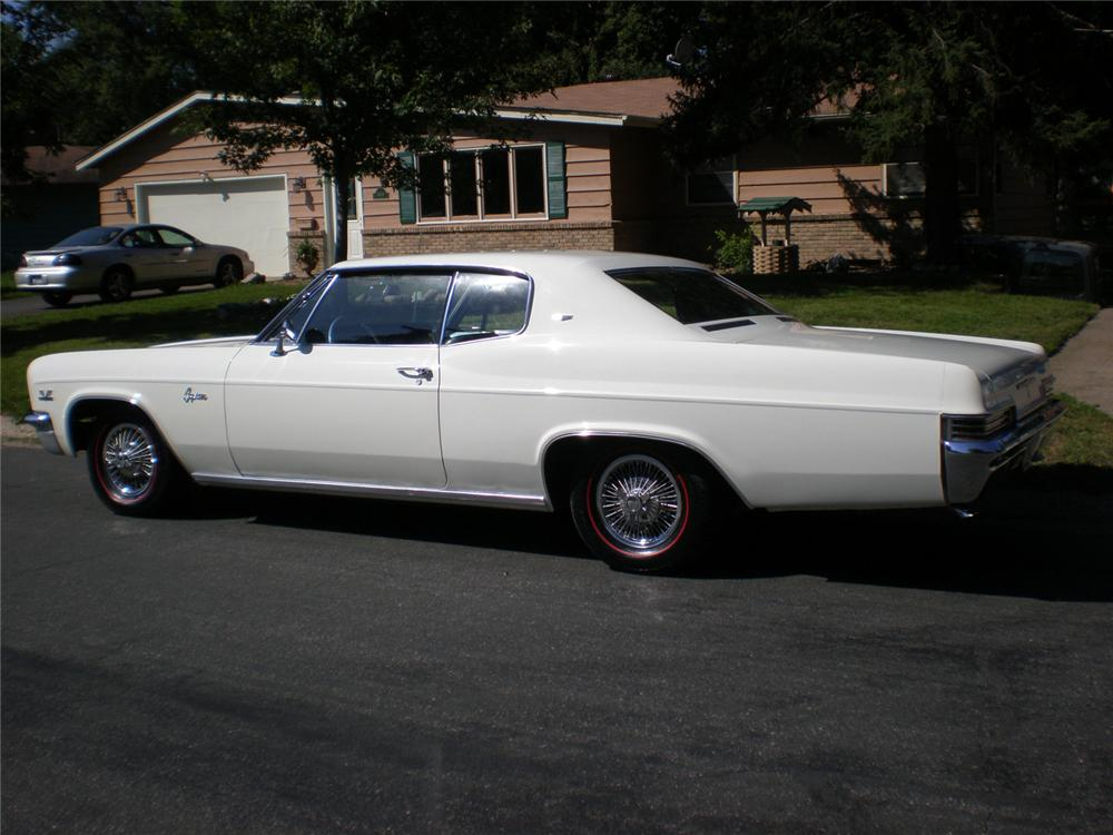 1966 CHEVROLET CAPRICE 2 DOOR HARDTOP - Rear 3/4 - 61050