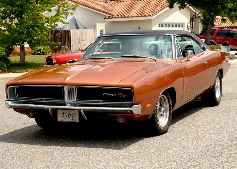 1969 DODGE CHARGER R/T CUSTOM 2 DOOR HARDTOP - Front 3/4 - 61068