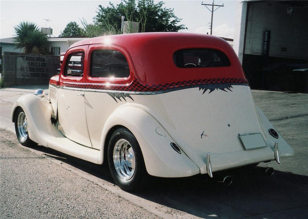 1935 FORD CUSTOM 2 DOOR SEDAN - Rear 3/4 - 61112