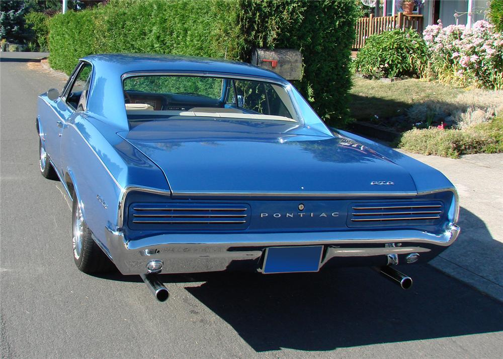 1966 PONTIAC GTO 2 DOOR HARDTOP - Rear 3/4 - 61288