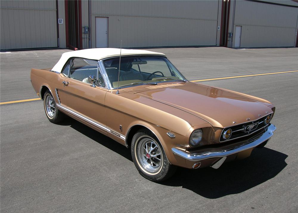1965 FORD MUSTANG CONVERTIBLE - Front 3/4 - 61299