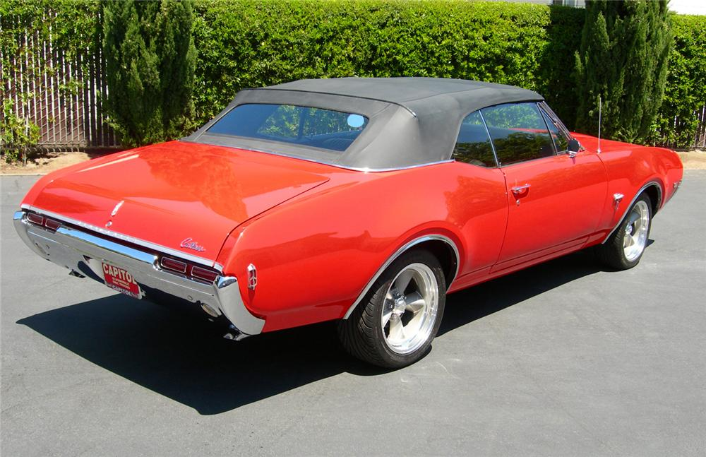 1968 OLDSMOBILE CUTLASS CONVERTIBLE - Rear 3/4 - 61310