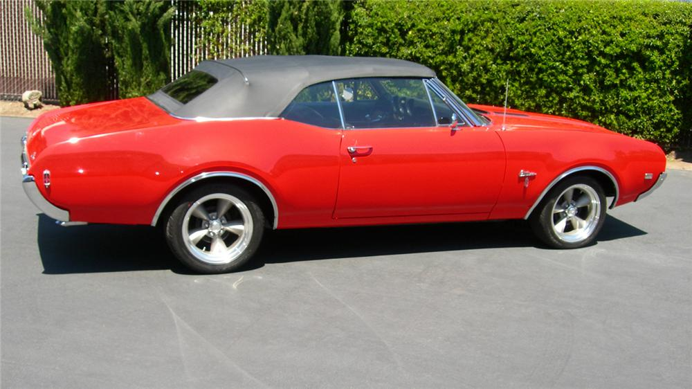 1968 OLDSMOBILE CUTLASS CONVERTIBLE - Side Profile - 61310