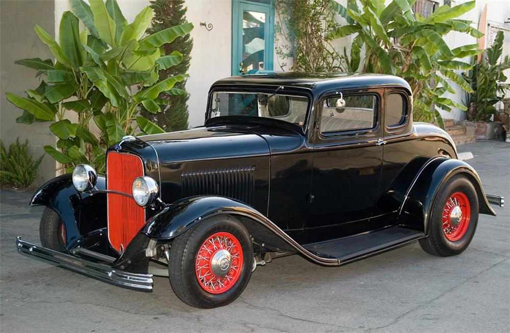 1932 FORD 5 WINDOW CUSTOM COUPE - Front 3/4 - 61357