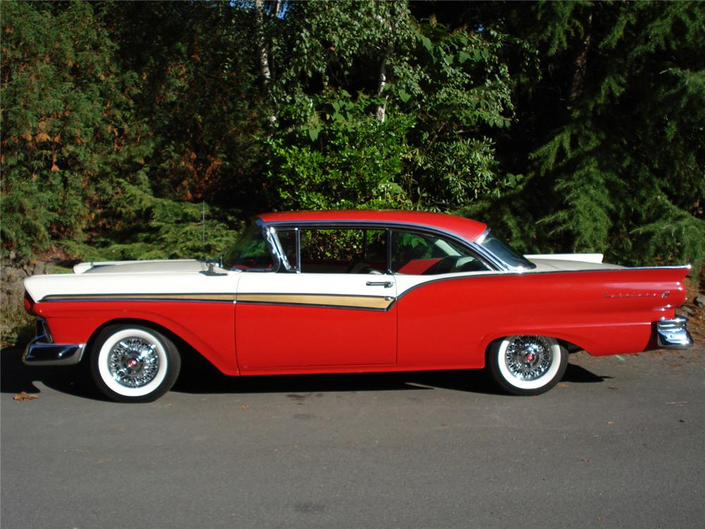1957 FORD FAIRLANE 500 HARDTOP - Side Profile - 61412