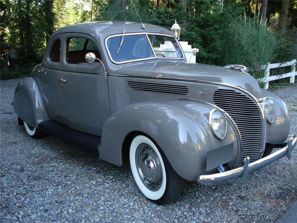 1938 FORD 5 WINDOW COUPE - Front 3/4 - 61415