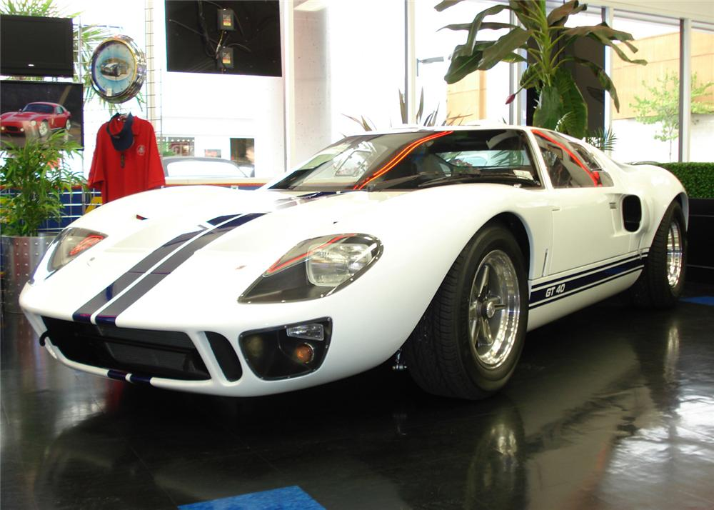 1966 SUPERFORMANCE FORD GT40 COUPE - Front 3/4 - 61427