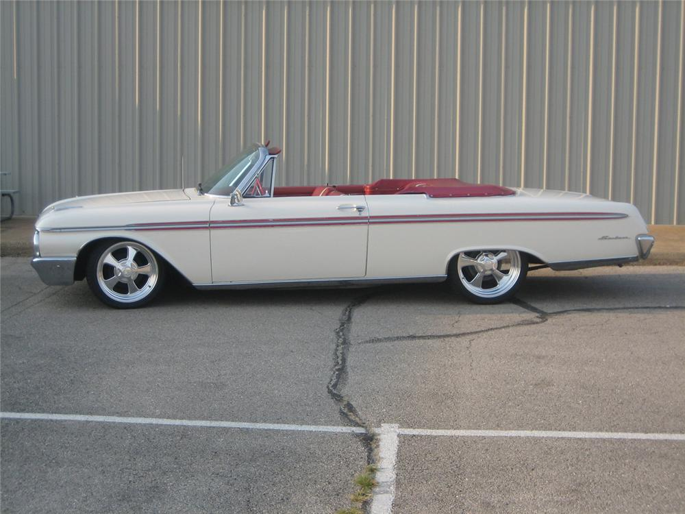 1962 FORD SUNLINER CONVERTIBLE - Side Profile - 61453
