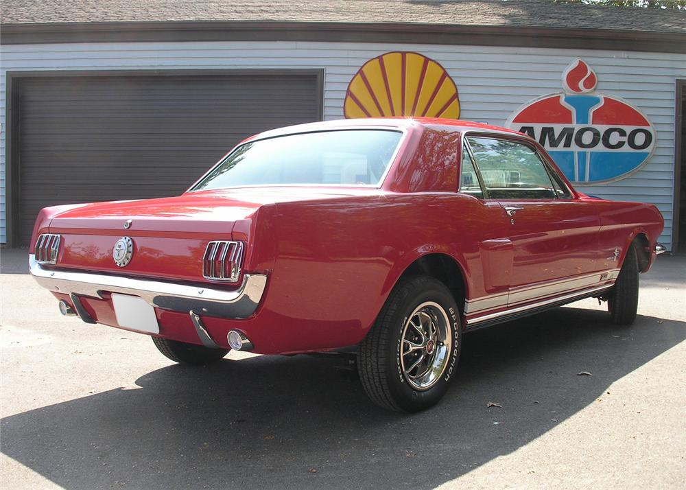 1966 FORD MUSTANG CUSTOM COUPE - Rear 3/4 - 61458
