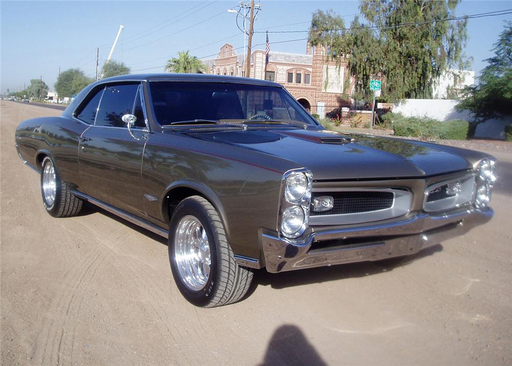 1966 PONTIAC GTO 2 DOOR CUSTOM COUPE - Front 3/4 - 61475