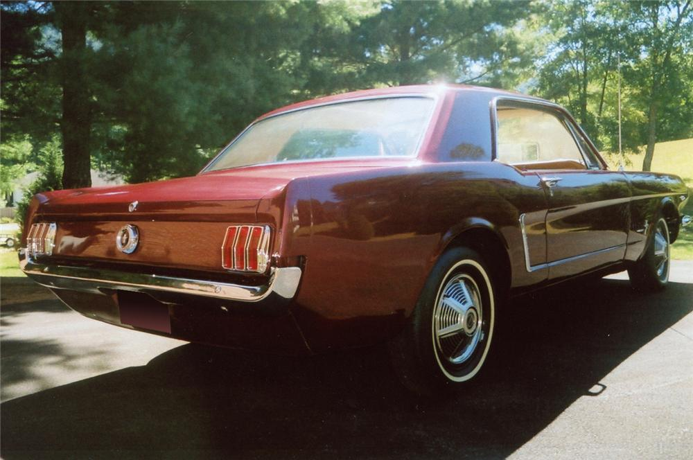 1965 FORD MUSTANG 2 DOOR HARDTOP - Rear 3/4 - 61495