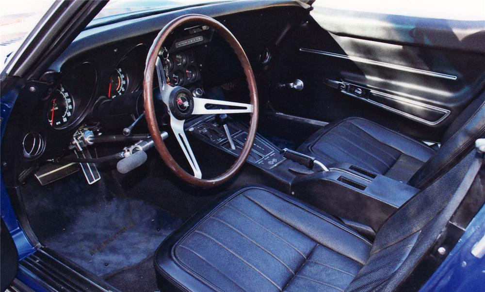 1968 CHEVROLET CORVETTE CONVERTIBLE - Interior - 61503