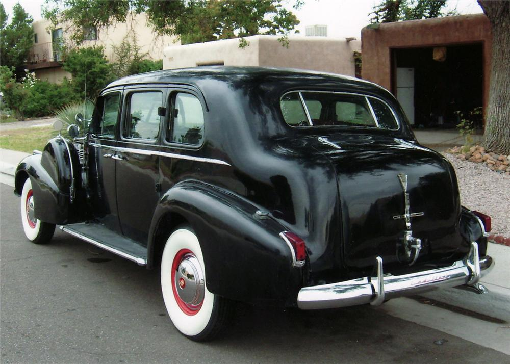 1940 CADILLAC SERIES 75 LIMOUSINE SEDAN - Rear 3/4 - 61530