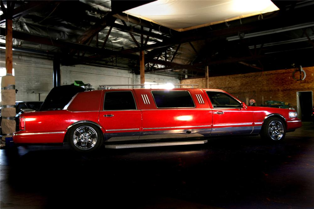 "1996 LINCOLN TOWNCAR CUSTOM ""FIRE TRUCK LIMO"" - Front 3/4 - 61598"