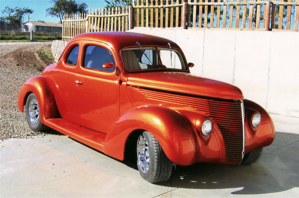 1938 FORD CUSTOM 2 DOOR COUPE - Front 3/4 - 61661