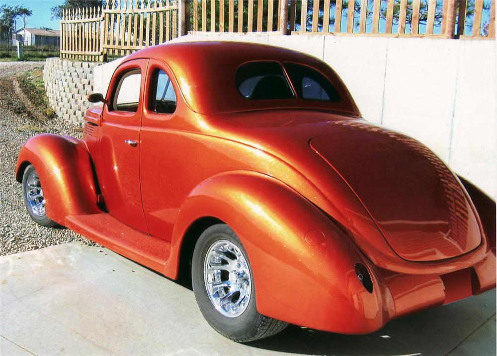 1938 FORD CUSTOM 2 DOOR COUPE - Rear 3/4 - 61661