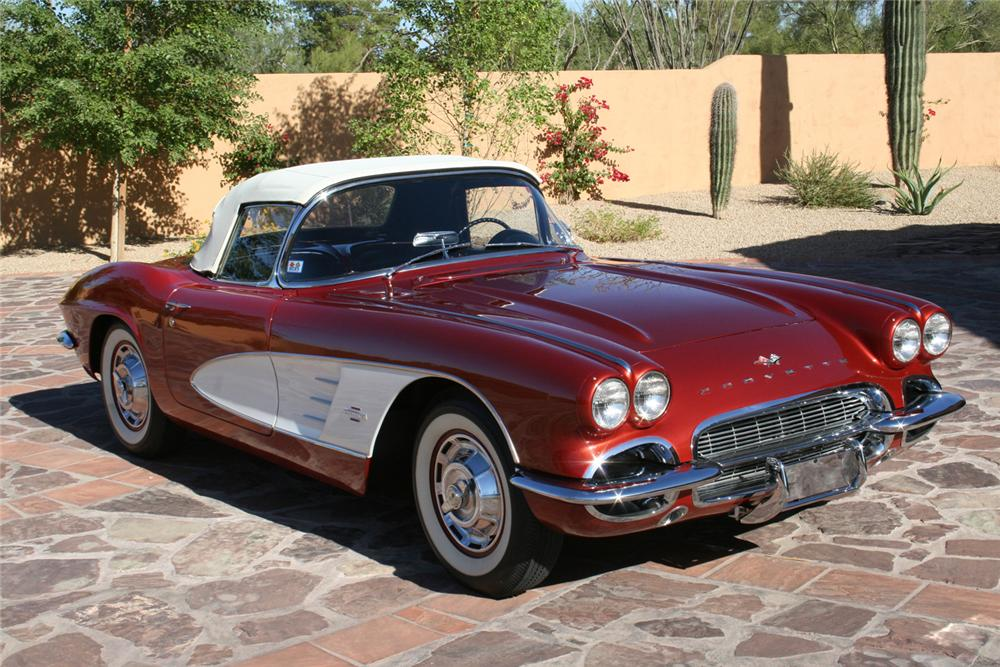 1961 CHEVROLET CORVETTE CONVERTIBLE - Front 3/4 - 61679
