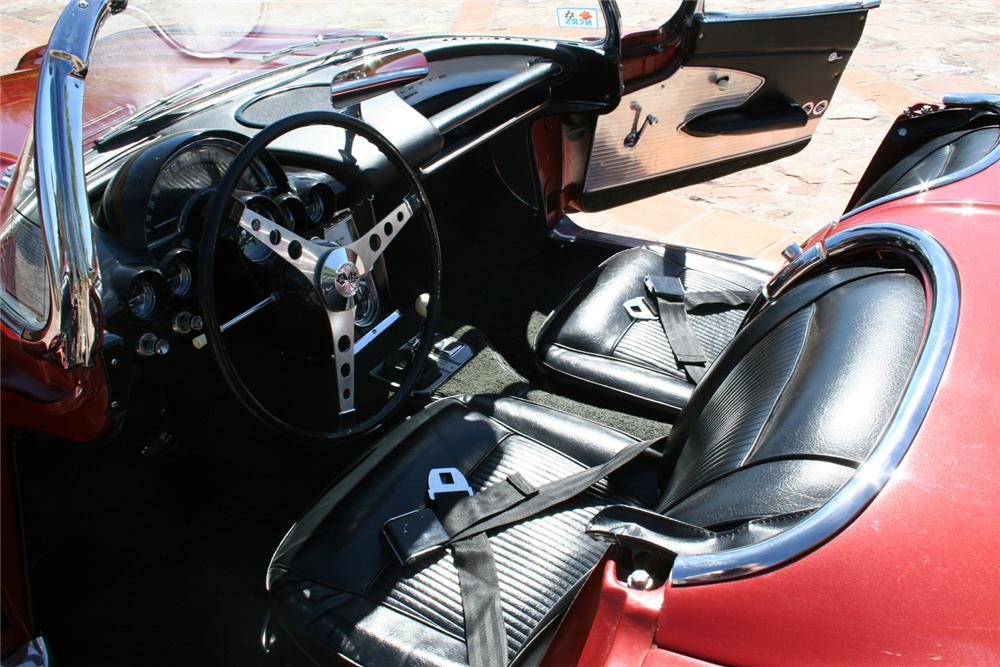 1961 CHEVROLET CORVETTE CONVERTIBLE - Interior - 61679