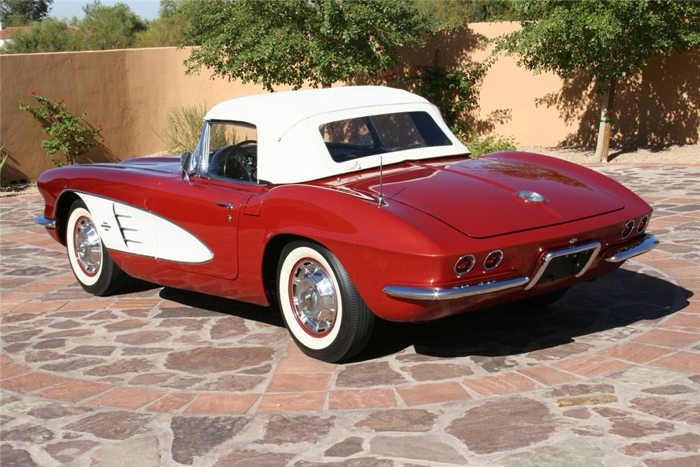 1961 CHEVROLET CORVETTE CONVERTIBLE - 61679