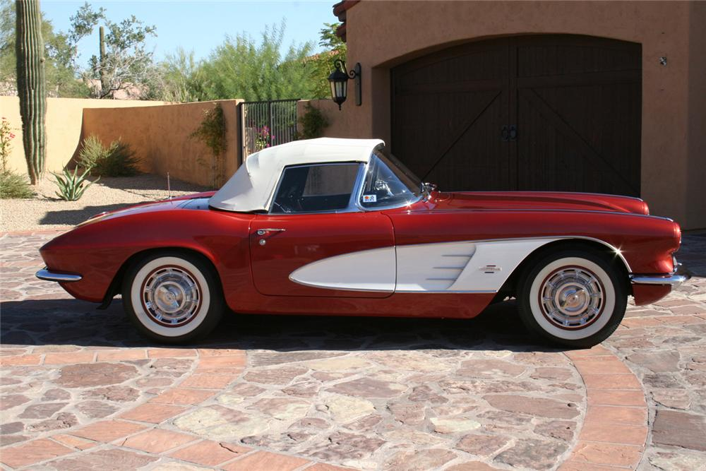 1961 CHEVROLET CORVETTE CONVERTIBLE - Side Profile - 61679
