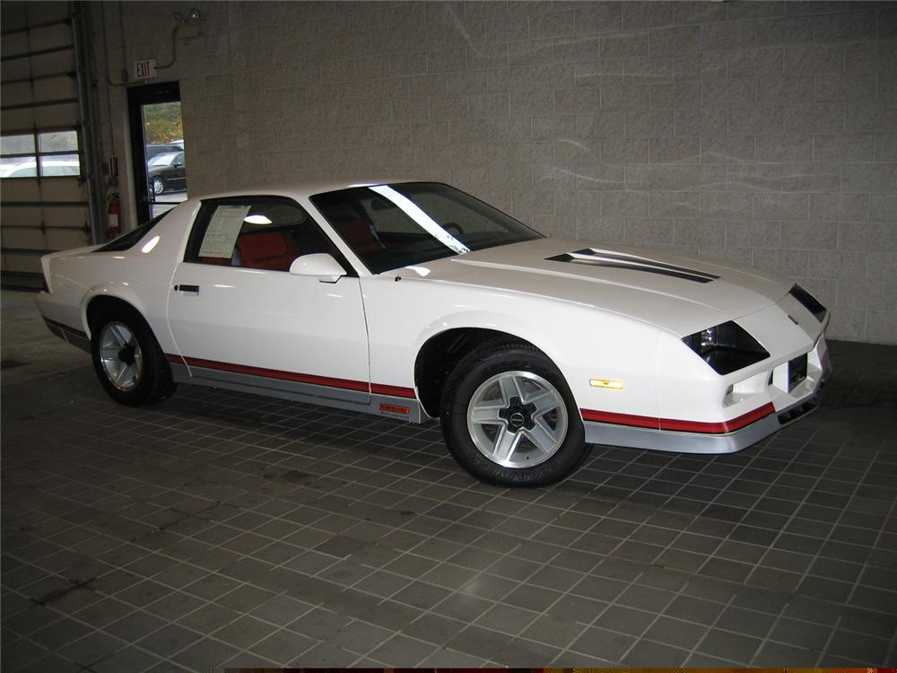 1984 CHEVROLET CAMARO Z/28 COUPE - Front 3/4 - 61713