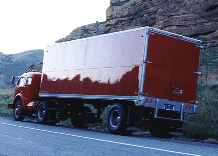 1953 HIWAY TRAILER - Front 3/4 - 61736