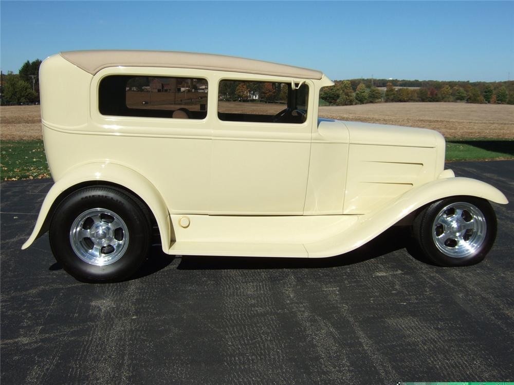 1931 FORD MODEL A 2 DOOR SEDAN WITH TRAILER - Side Profile - 61813