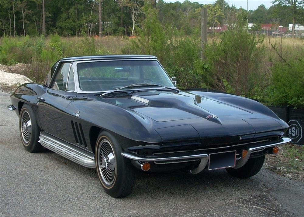 1965 CHEVROLET CORVETTE COUPE - Front 3/4 - 61819