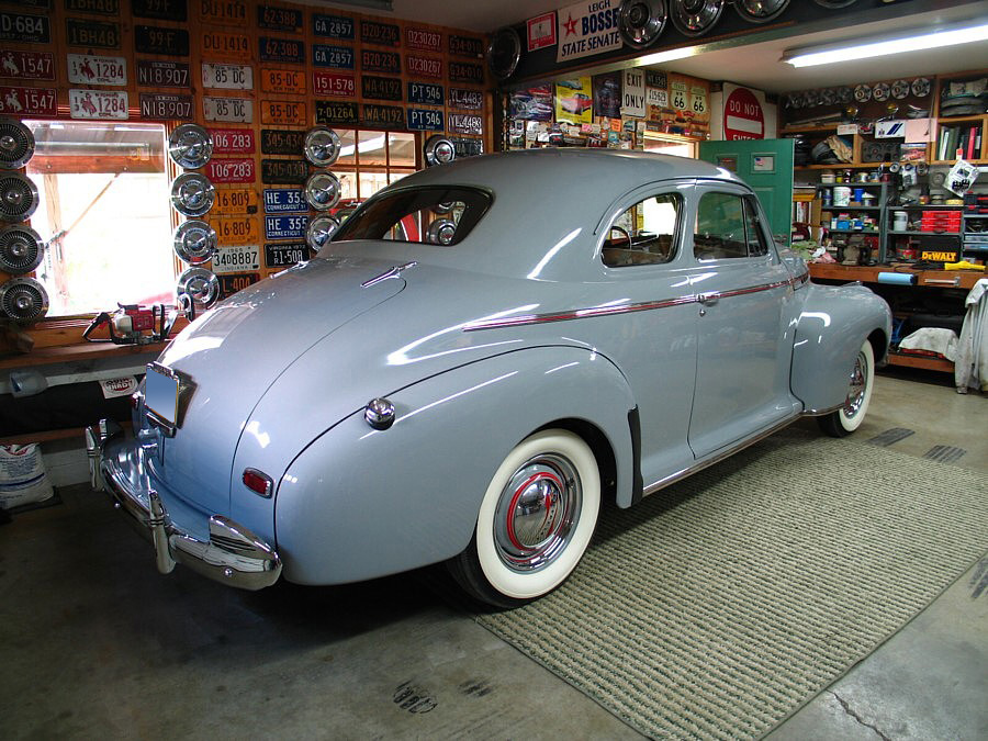 1941 CHEVROLET MASTER DELUXE COUPE - Rear 3/4 - 61850