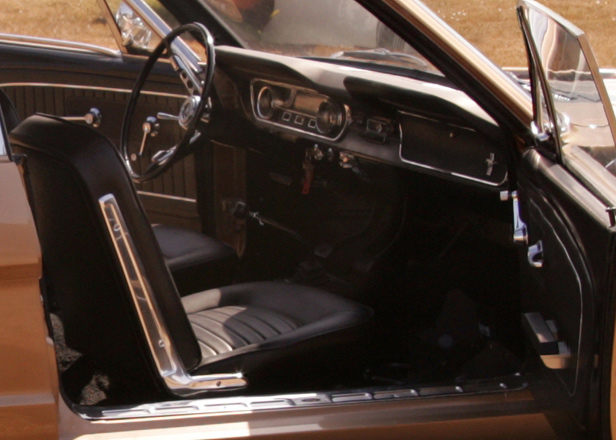 1965 FORD MUSTANG COUPE - Interior - 61929