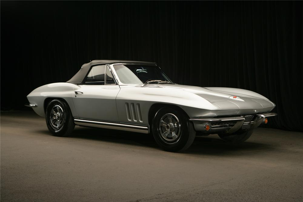 1965 CHEVROLET CORVETTE CONVERTIBLE - Front 3/4 - 61987