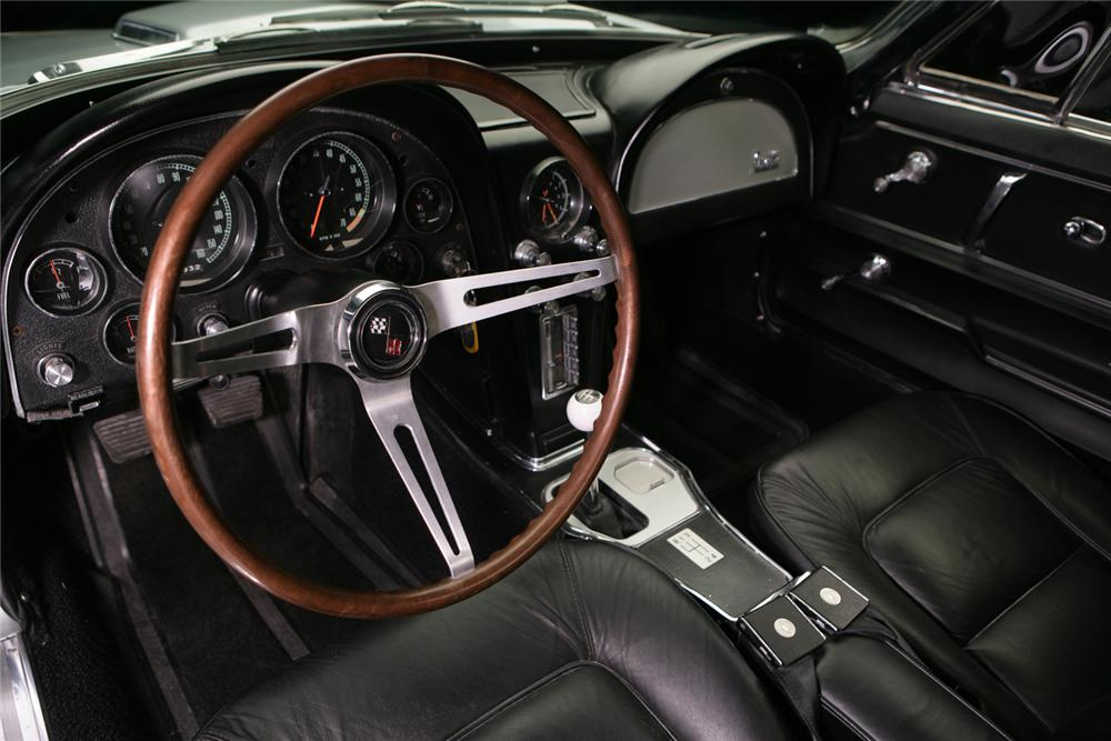 1965 CHEVROLET CORVETTE CONVERTIBLE - Interior - 61987