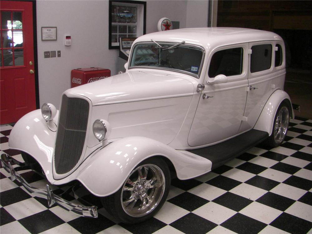 1934 FORD FORDOR DELUXE CUSTOM - Front 3/4 - 62171