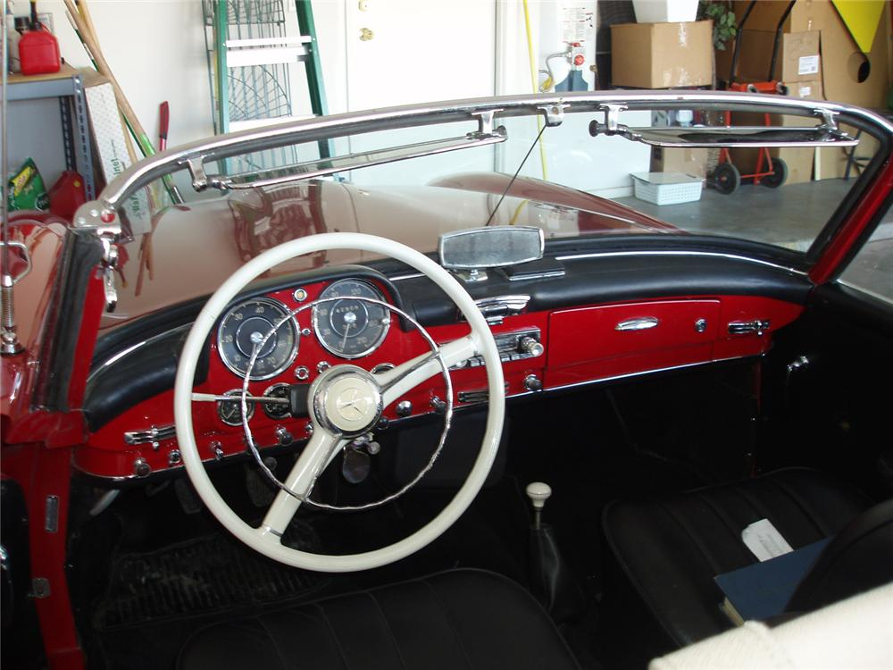 1955 MERCEDES-BENZ 190SL 2 DOOR CONVERTIBLE - Interior - 62318