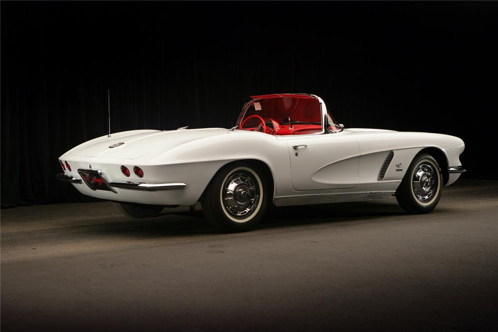 1962 CHEVROLET CORVETTE CONVERTIBLE - Rear 3/4 - 63810
