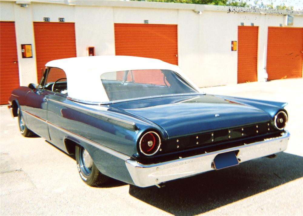 1961 FORD GALAXIE SUNLINER CONVERTIBLE - Front 3/4 - 63829