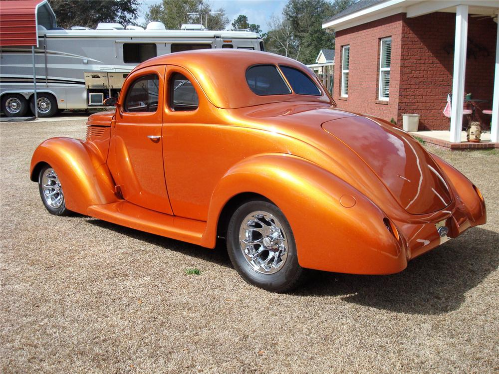 1938 FORD CUSTOM 2 DOOR COUPE - Rear 3/4 - 63833